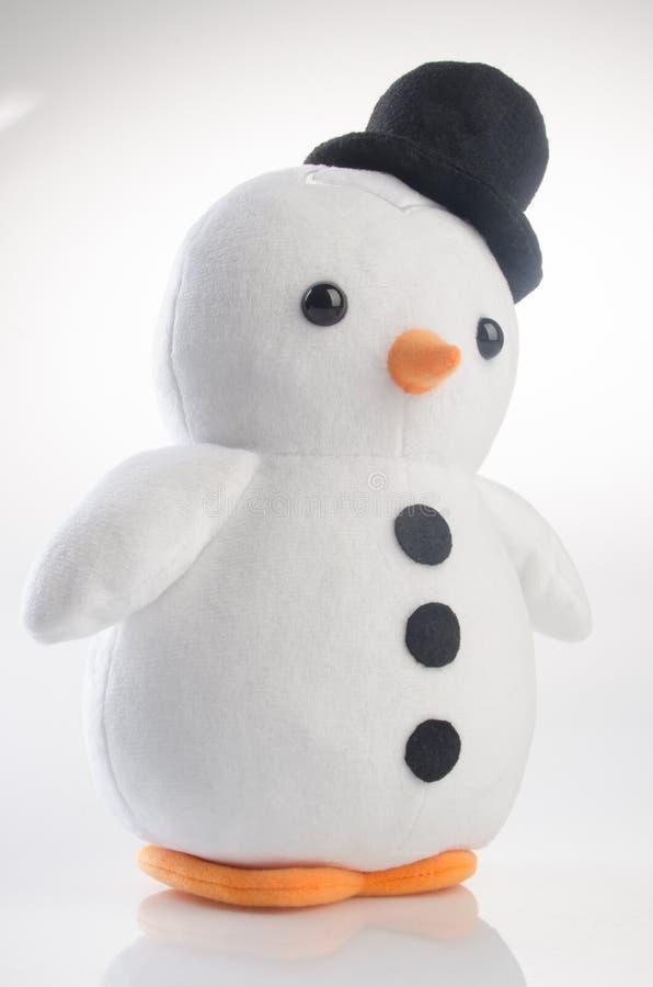 stuk speelgoed of grappige met de hand gemaakte stuk speelgoed pinguïnen op achtergrond royalty-vrije stock foto