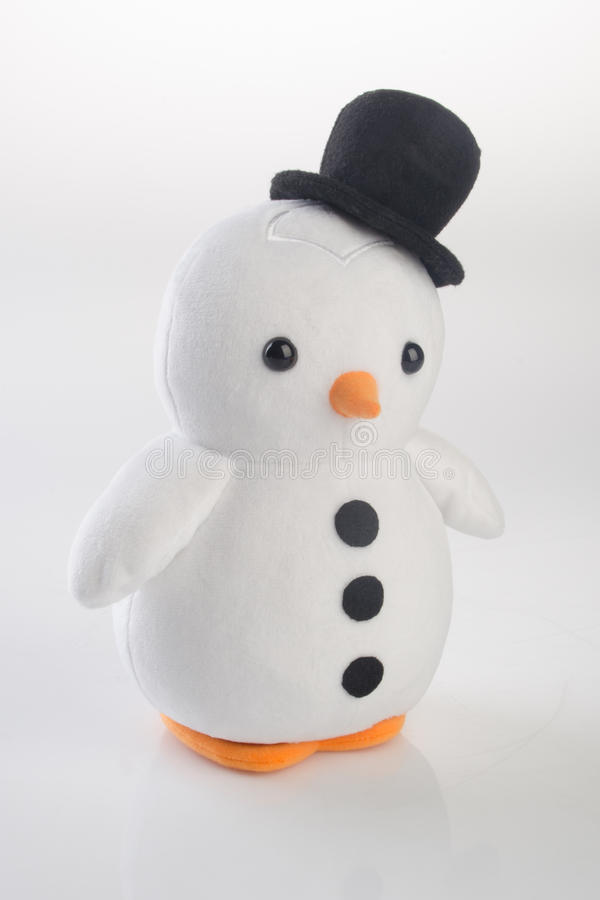 stuk speelgoed of grappige met de hand gemaakte stuk speelgoed pinguïnen op achtergrond royalty-vrije stock afbeeldingen