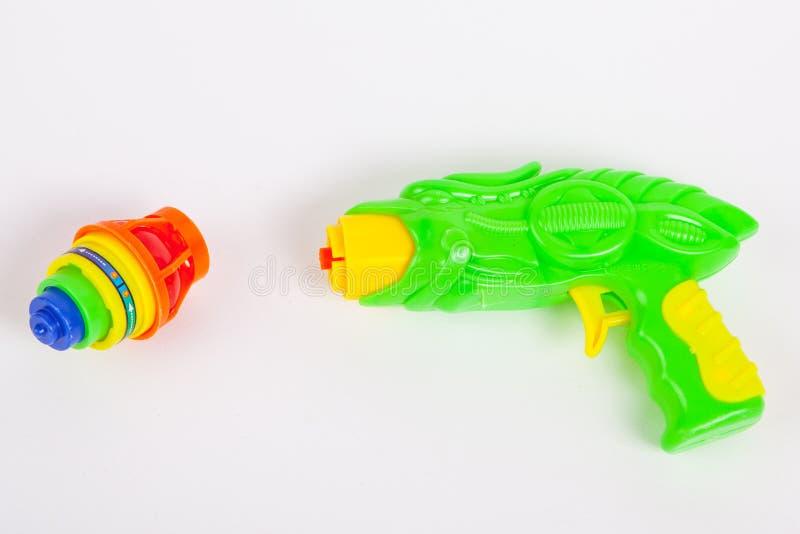 Stuk speelgoed kanon met tol royalty-vrije stock afbeelding