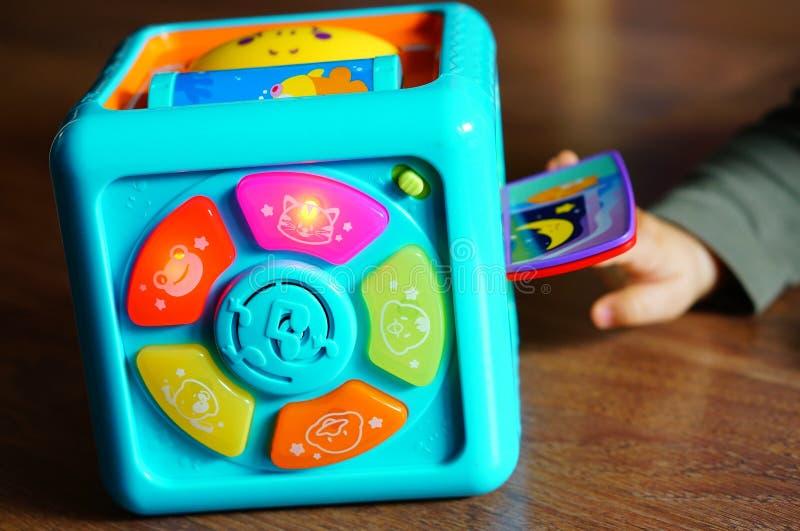 Stuk speelgoed kubus stock fotografie