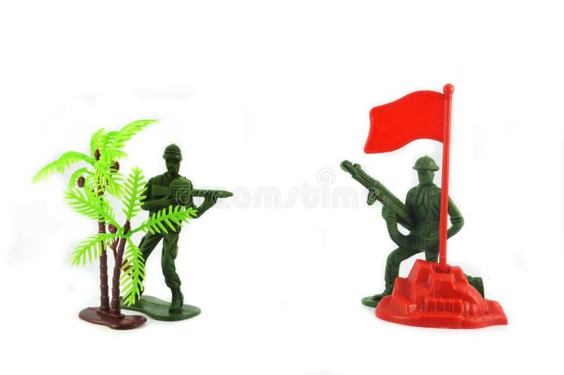 Stuk speelgoed 2 militairen en militaire basis stock fotografie