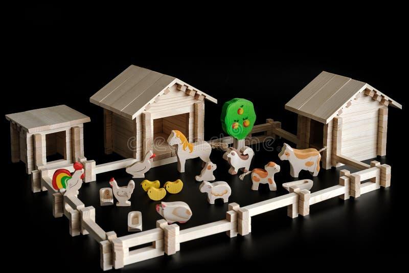Stuk speelgoed model van een huis stock afbeeldingen