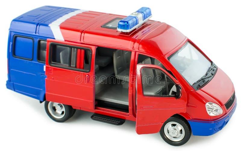 Stuk speelgoed politiebestelwagen met geopend deur zijaanzicht Het stuk speelgoed van kinderen plastic politiewagen met geïsoleer royalty-vrije stock foto