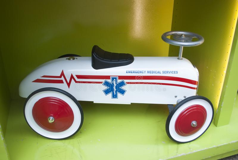 Stuk speelgoed retro sportwagen dichte omhooggaand stock afbeelding