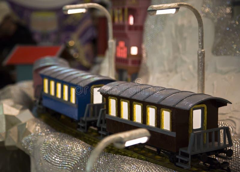 Stuk speelgoed trein rond kristallen royalty-vrije stock foto