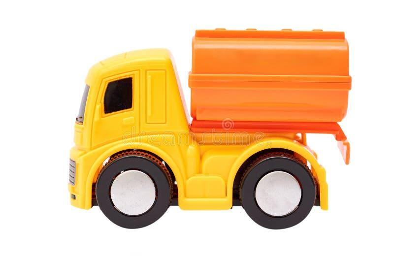 Stuk speelgoed vrachtwagen met tank op witte achtergrond wordt geïsoleerd die royalty-vrije stock afbeelding