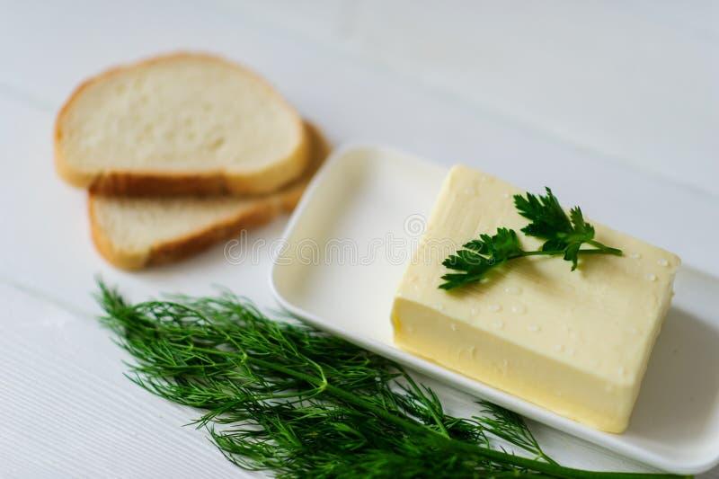 Stuk van boter op een bureau royalty-vrije stock foto's