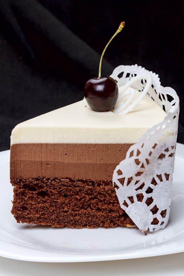 Stuk van cake met verse kers royalty-vrije stock fotografie