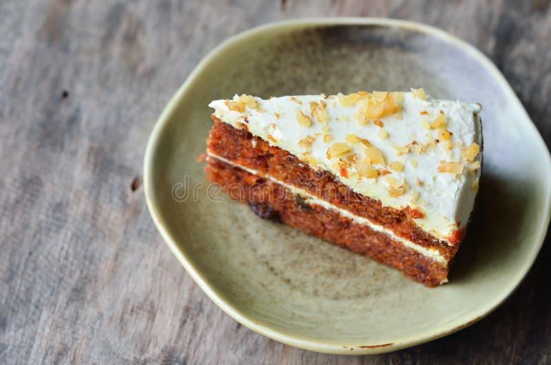 Stuk van cake op lijst royalty-vrije stock foto