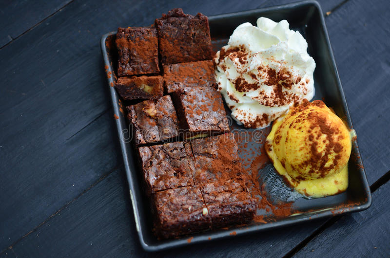 Stuk van de cake van de chocoladebrownie royalty-vrije stock afbeeldingen