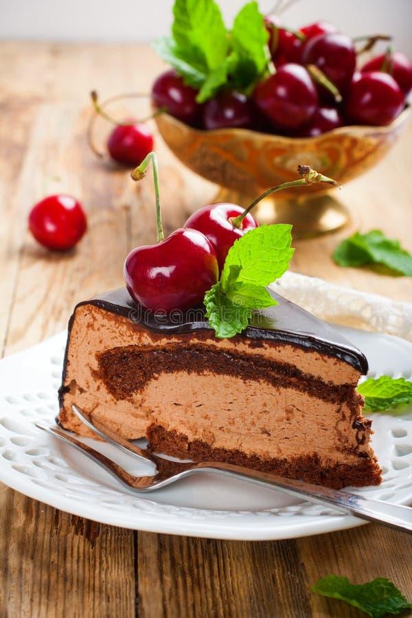 Stuk van de heerlijke cake van de chocolademousse royalty-vrije stock fotografie
