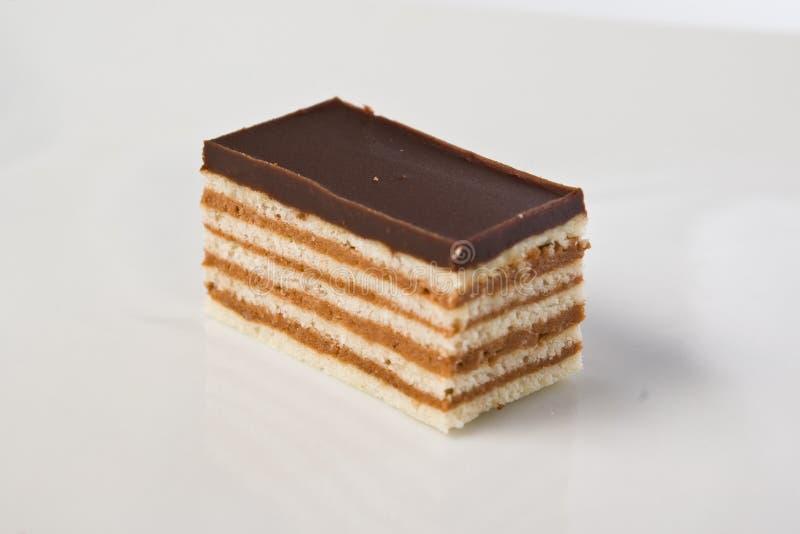 Stuk van een chocoladecake op plaat royalty-vrije stock afbeeldingen