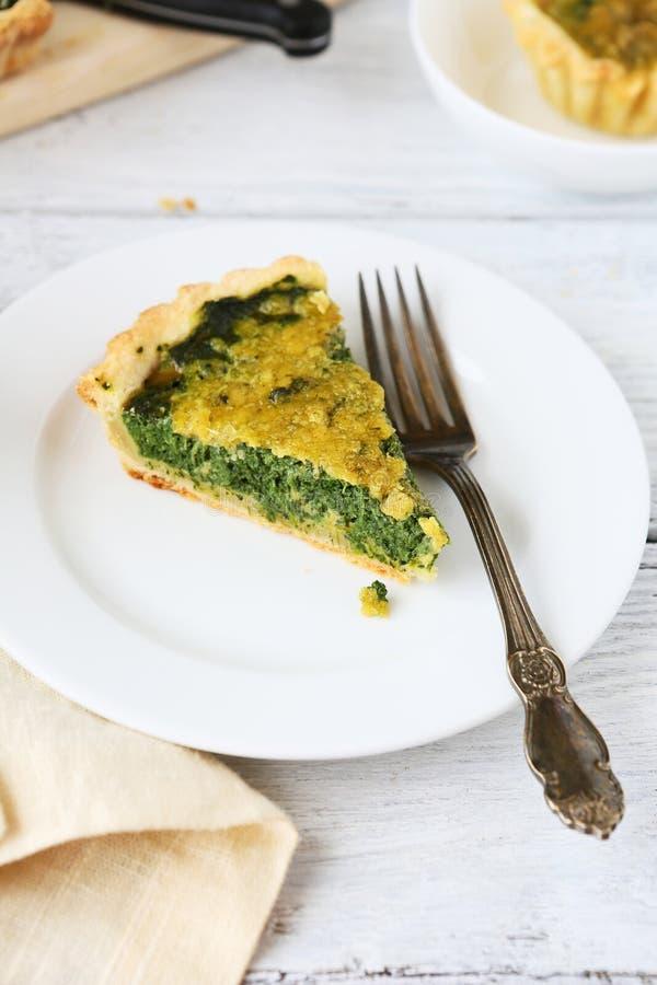 Stuk van pastei met spinazie stock fotografie