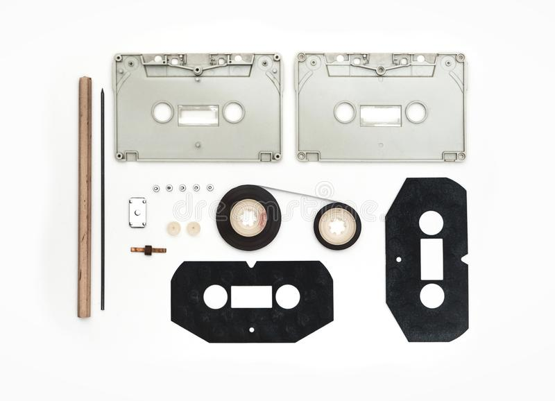 Stukken van Analoge Cassette op Witte Achtergrond royalty-vrije stock fotografie