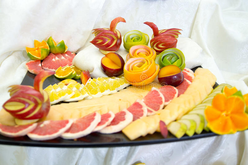 Stukken van fruit, zwanen van fruit stock foto's
