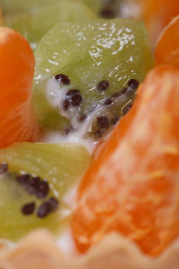 Stukken van kiwi en mandarijnplakkenmacro royalty-vrije stock afbeeldingen