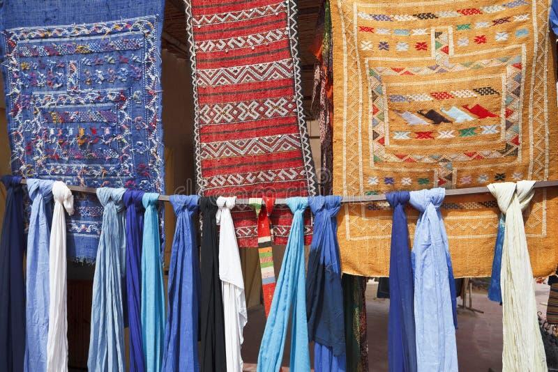 Stukken van stof in Marokko. stock afbeelding