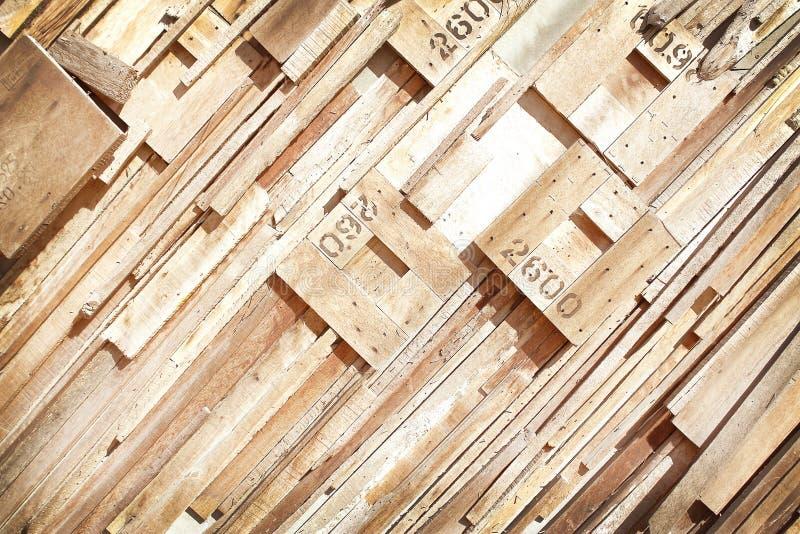 Stukken van strookpatroon met aantal op muur, Moderne houten achtergrond royalty-vrije stock foto