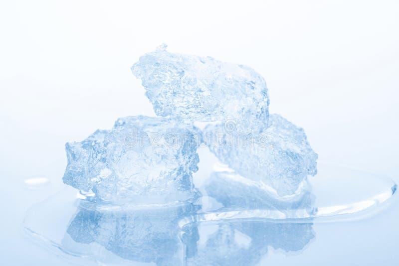 Stukken van verpletterd ijs stock afbeelding