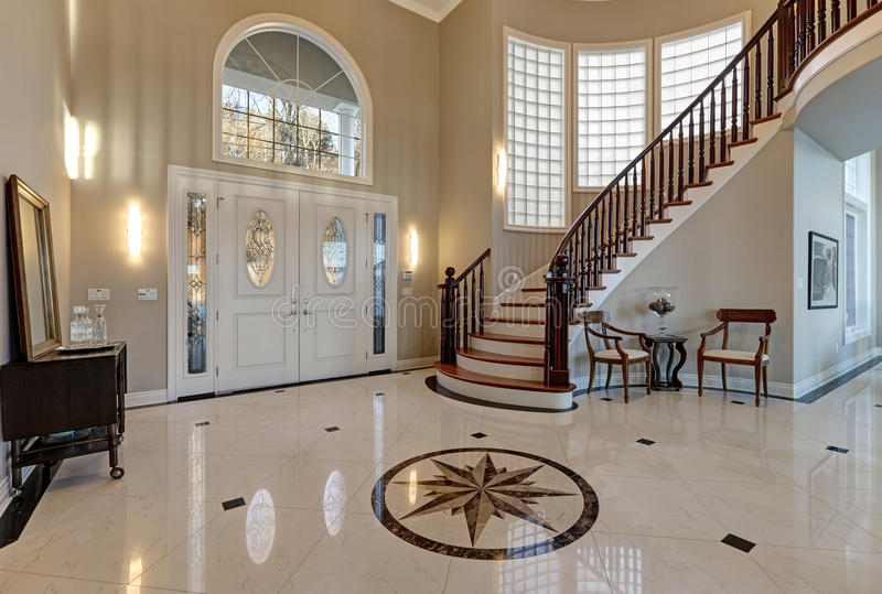 Foyer Moderne Montreal : Stunning two story entry foyer with marble mosaic tiled