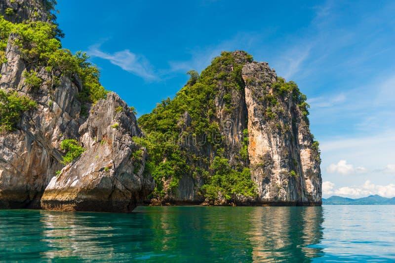 Stunningly härligt landskap av öarna av Thailan royaltyfri foto