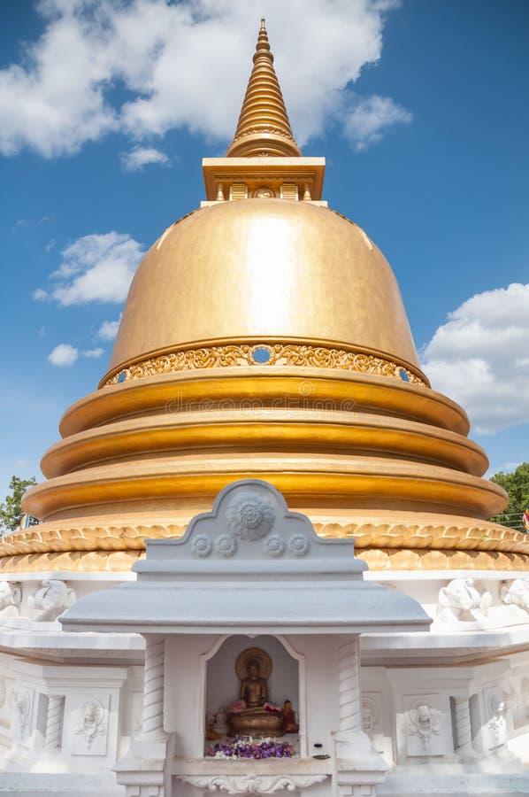 Stupa关闭在金黄寺庙Dambulla,斯里南卡 免版税库存照片