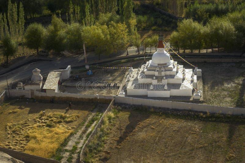 Stupa κοντά στο παλάτι Leh Ladakh, Ινδία Shey στοκ φωτογραφίες με δικαίωμα ελεύθερης χρήσης