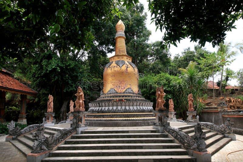 Stupa στο μοναστήρι Brahmavihara Arama, νησί του Μπαλί (Ινδονησία) στοκ φωτογραφία με δικαίωμα ελεύθερης χρήσης