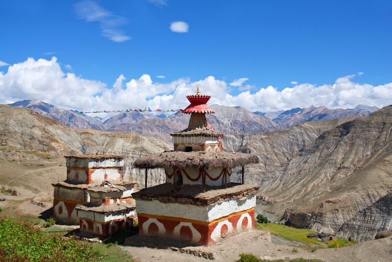 Stupa antigo em Dolpo, Nepal imagens de stock