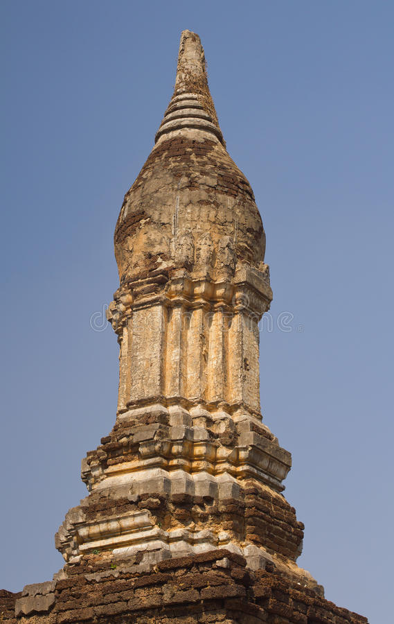 Stupa antigo em Wat Chedi Chet Thaew, si Satchanalai, Tailândia imagens de stock
