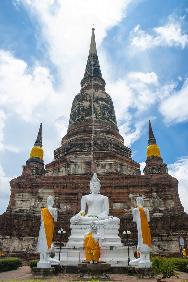 Stupa in blauwe hemel royalty-vrije stock afbeeldingen