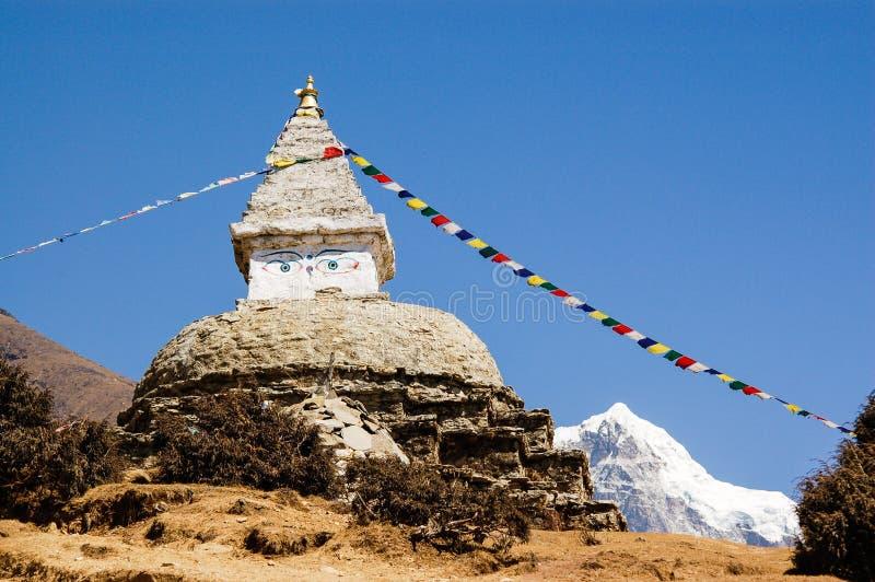Stupa buddista al bazar di Namche, Nepal fotografia stock libera da diritti