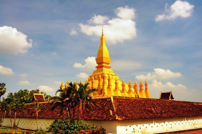 Stupa budista de oro foto de archivo
