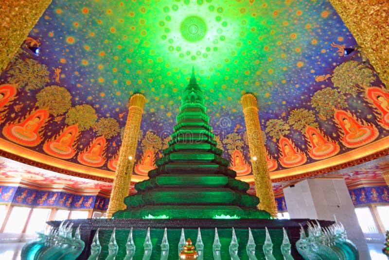 Stupa budista en el templo de Paknam fotos de archivo