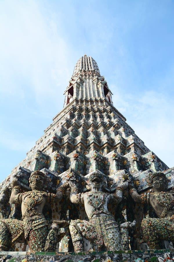 Stupa con el demonio imagen de archivo libre de regalías