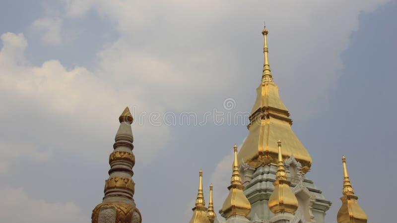 Stupa cubrió con oro fotografía de archivo