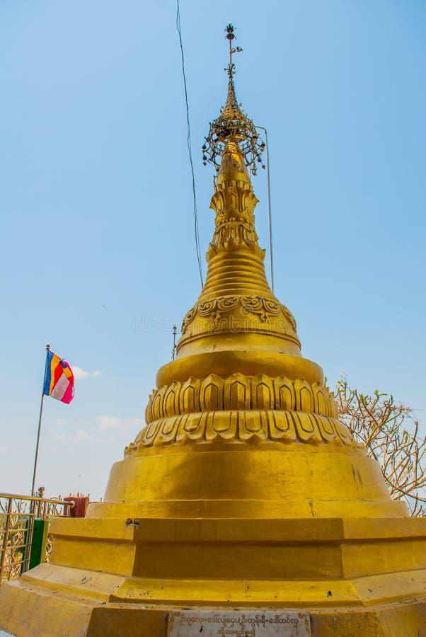 Stupa d'or Pagoda de Kyauk Kalat Mawlamyine, Hha-an myanmar burma photographie stock libre de droits