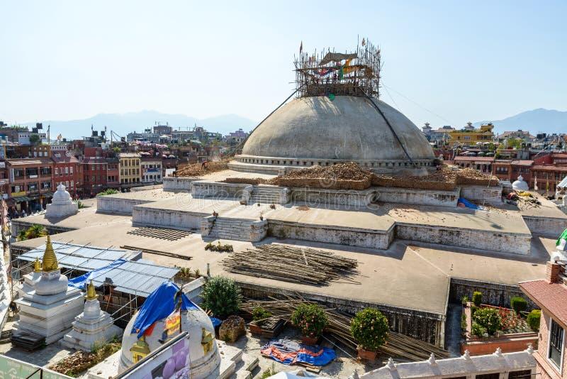 Stupa danificado terremoto de Nepal Boudhanath fotos de stock royalty free