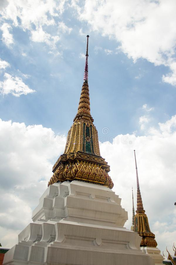 Stupa dans le beaux palais et Wat Phra Kaeo - Bangkok grands, Thaïlande image libre de droits
