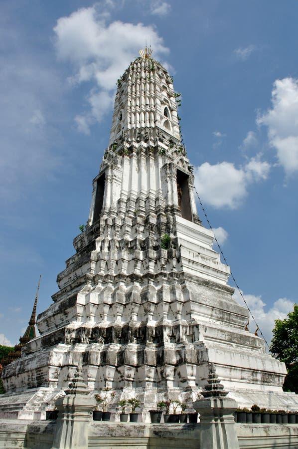 Stupa dans le temple de Wat Rhakhang images stock