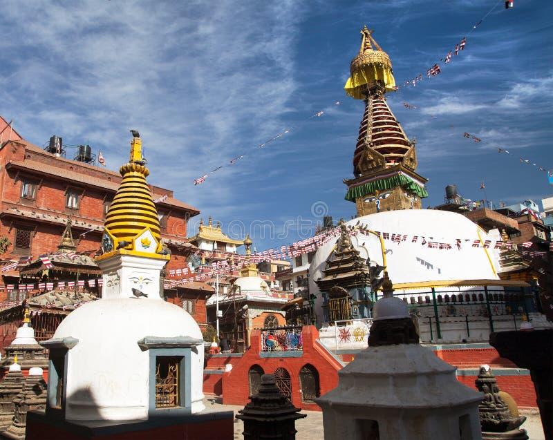 Stupa de Kathesimbhu, c'est stupa bouddhiste situé dans la vieille ville de la ville de Katmandou, Népal photos stock