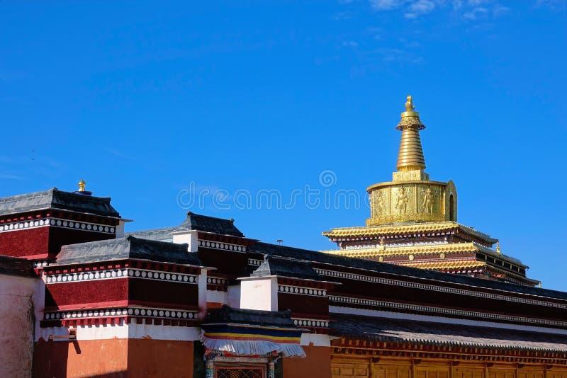Stupa de oro fotos de archivo