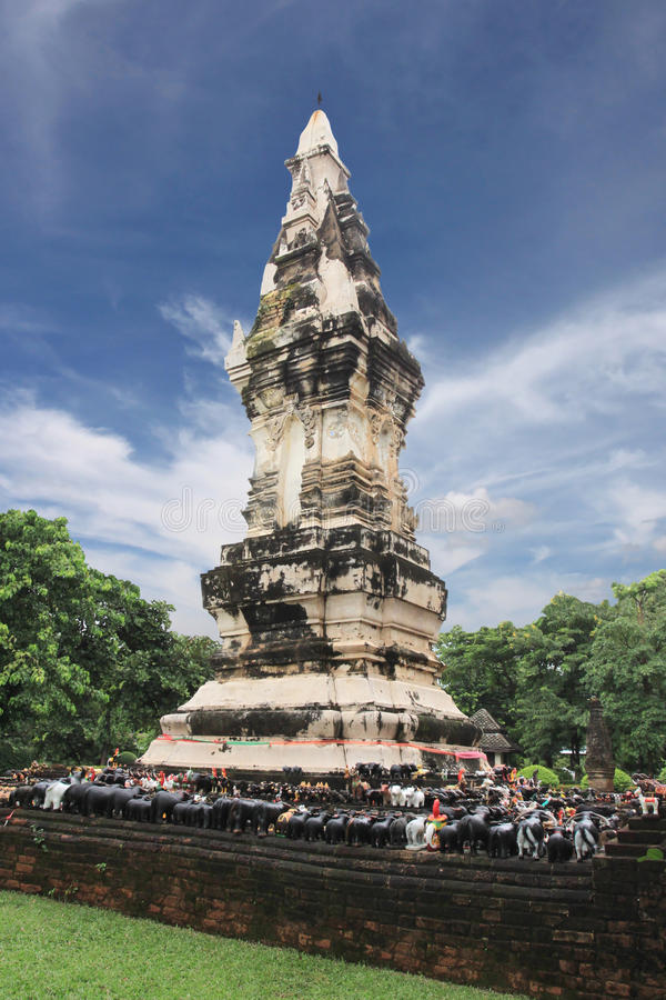 Stupa de Tailândia na província de Yasothon do marco, templo no archeo imagens de stock royalty free