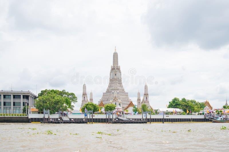 Stupa de temple d'arun de Wat à Bangkok, Thaïlande photos libres de droits