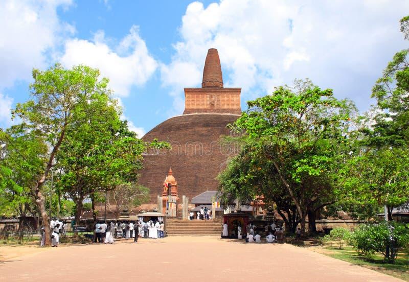Stupa del dagoba de Jetavaranama, Anuradhapura, Sri Lanka foto de archivo