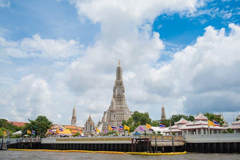 Stupa del templo del arun de Wat en Bangkok, Tailandia fotografía de archivo