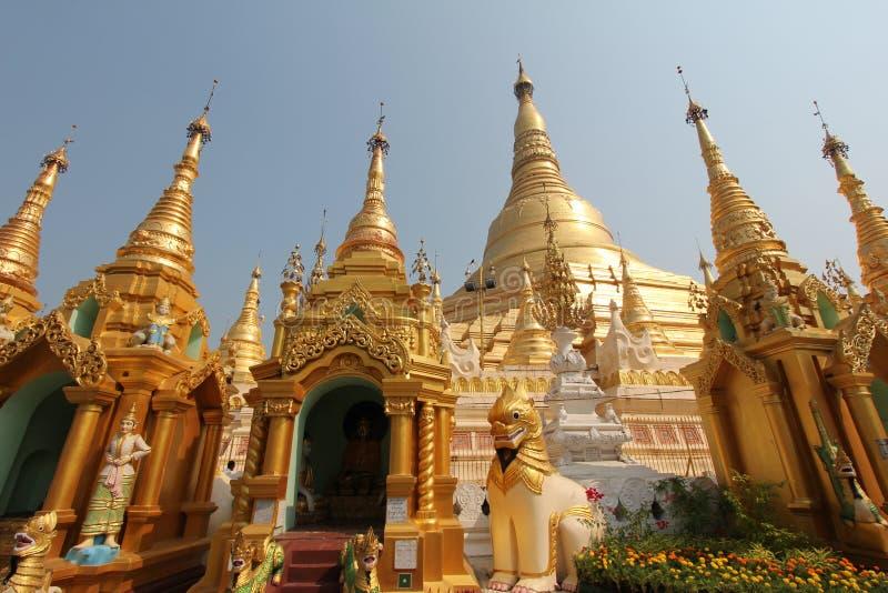 Stupa dorato della pagoda di Shwedagon in Rangoon fotografia stock
