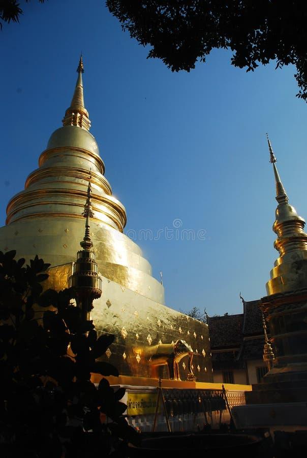 Stupa dourado foto de stock