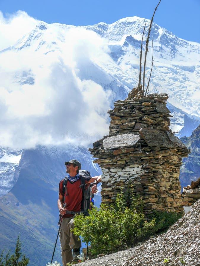 Stupa e Annapurna, Nepal fotografia stock libera da diritti