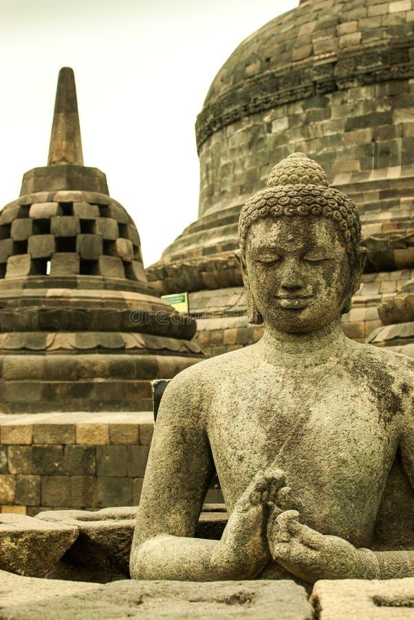 Stupa e Buda em Borobudur foto de stock